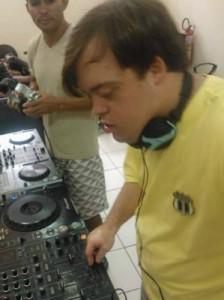 Felipe Ribeiro dá os primeiros passos como DJ. Foto: reprodução do Facebook.