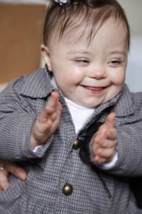 Bebê com síndrome de Down com 3 a 6 meses.