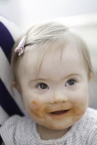 Bebê com síndrome de Down com 9 a 12 meses.