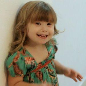 Garota com síndrome de Down sorri no episódio de Qual é a diferença?