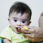 Bebê com síndrome de Down com 0 a 3 meses.