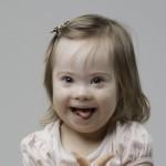 Bebê com síndrome de Down com 9 a 18 meses.