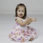 Bebê com síndrome de Down com 24 a 36 meses.